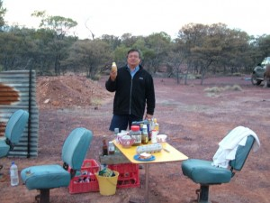 Opalmines-of-Australia-Dennis camping at the Winton opal fields