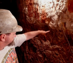 opal-mining-at-lightning-ridge-Butch underground