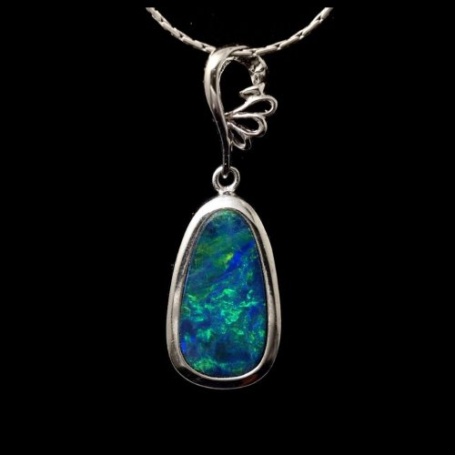 opal pendant in white gold