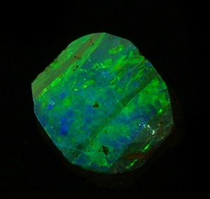 australian-opal-large chunk of rough green boulder opal